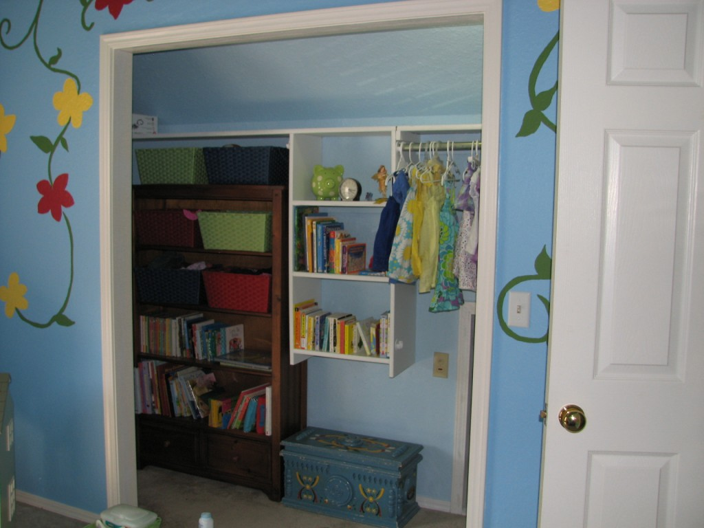 It's hard to photograph but there's SO much more room to play in her room now!