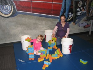 We went to the Science Museum with a big group!  Abbey's family, Jessie's crew, Gavin and Jennie!  Here Serenity's building with Jennie... we had to have several discussions about not knocking over other people's towers =)