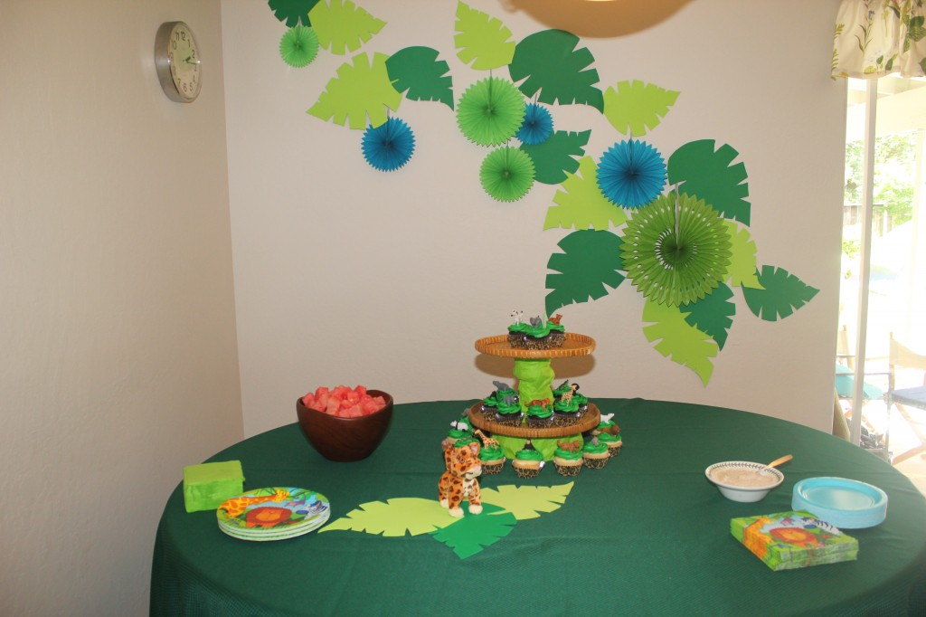 I like my jungle leaves and cupcake tower =)