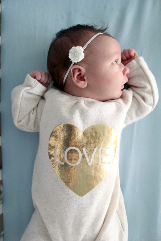 Pretty gold heart onesie from Abbey that influenced all my shopping for Maia this year =)  Gold hearts and stars =)
