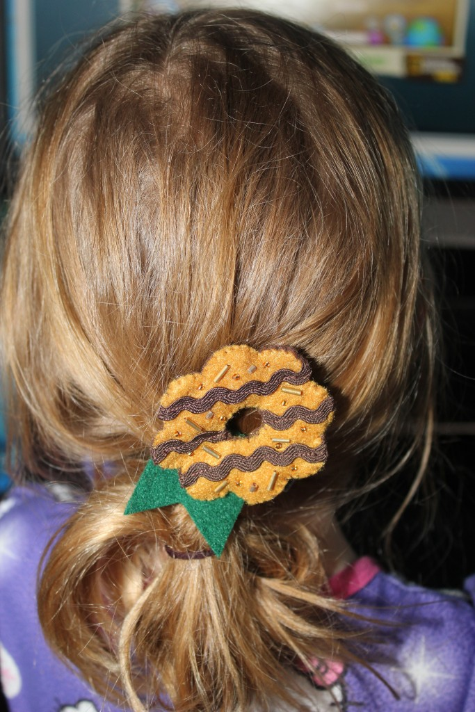 To help avoid taking over Serenity's cookie business, I made my own cookie project =)  Samoas hair clips