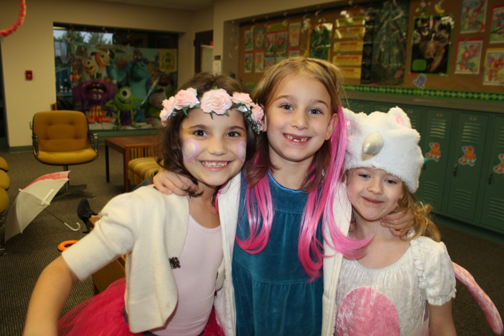With her friends Avalon and Liz =)