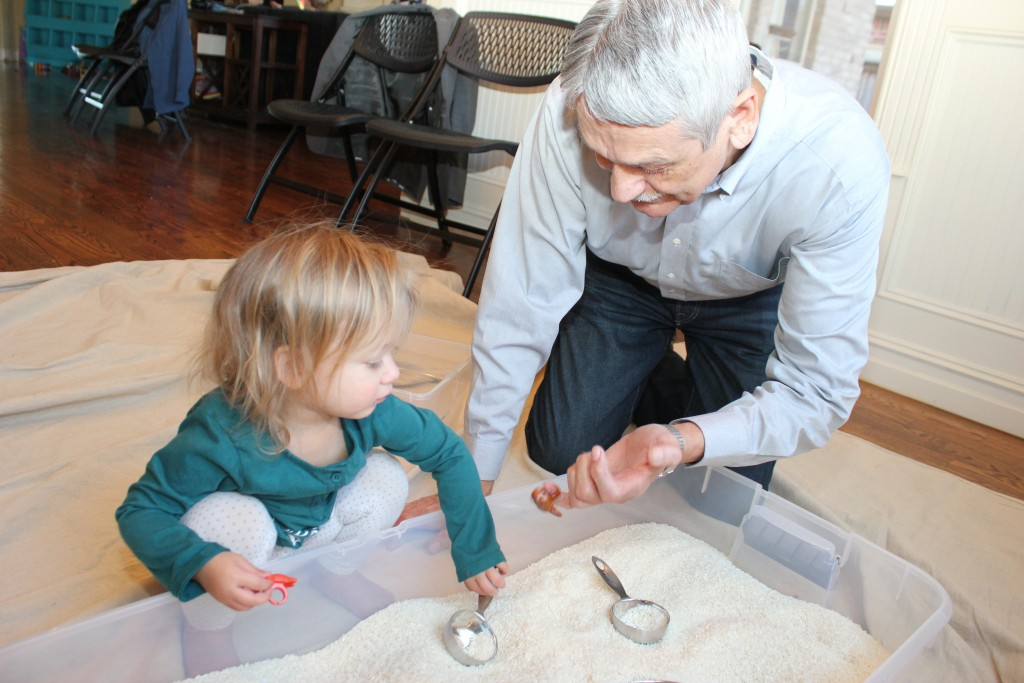 Papa played with Maia in the rice =)