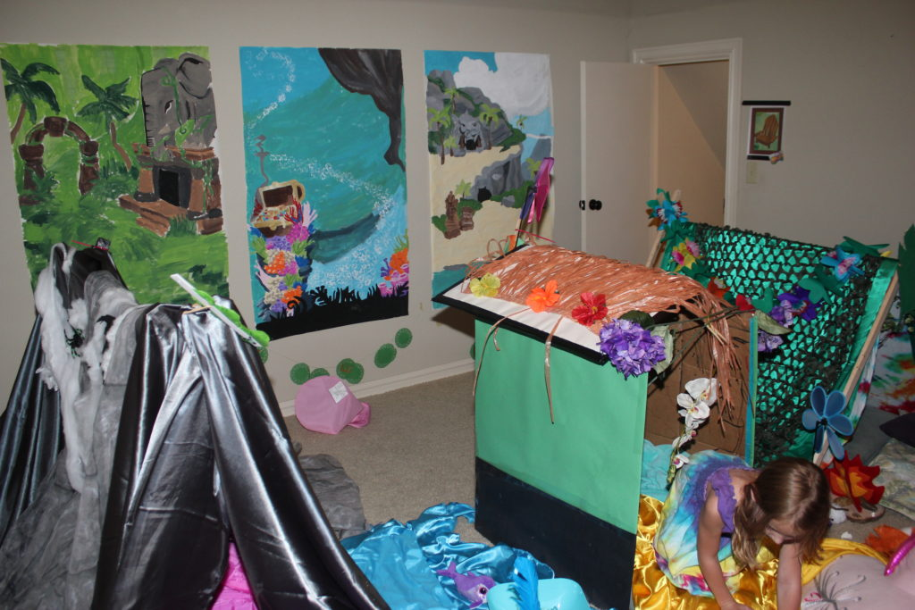 You can see the paintings I did of the Temple of Zios, Bahari Bay, and Crystal Sands behind the dens. =) Serenity chose her favorite lands and I painted them on butcher paper using a projector to trace the outlines. It was SO much fun =)